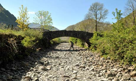 Drought-in-UK-River-Derw-008